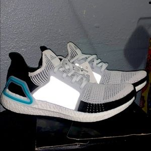 Adidas g54012 ultraBOOST size 10.5 men's